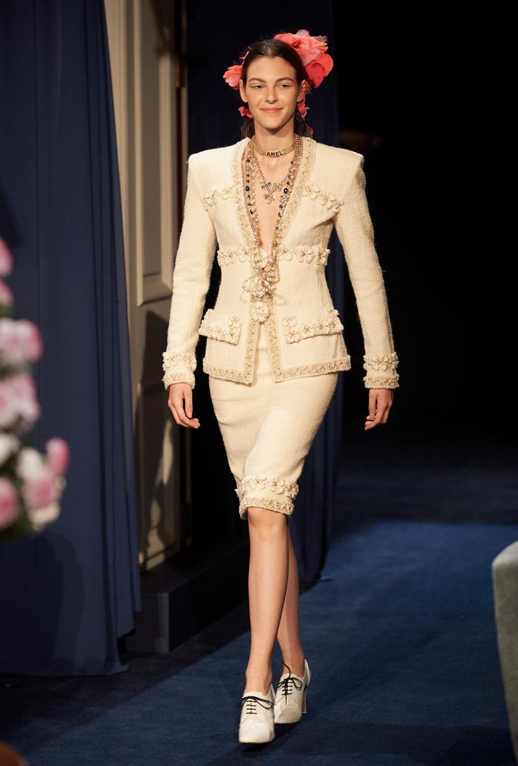 a13367467c89 Chanel s Paris Cosmopolite 2016 17 Métiers d Art Collection in Tokyo