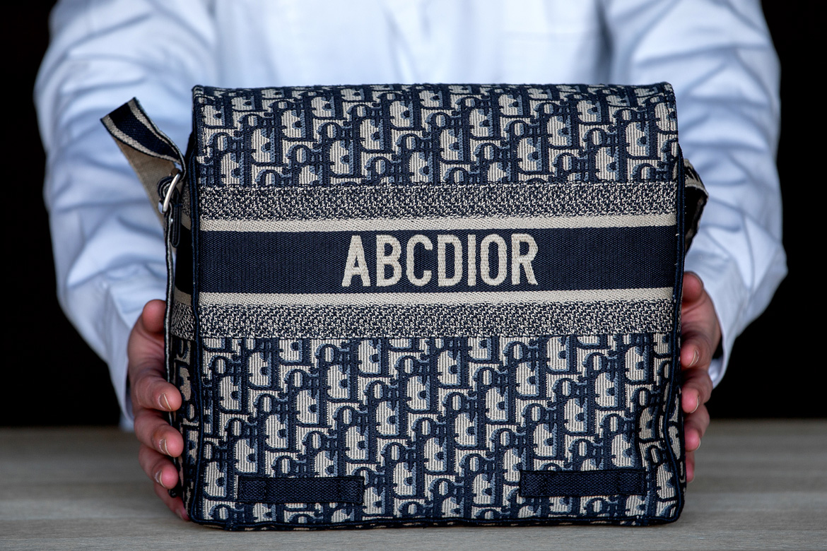 da769eef475 Remember Dior's messenger bag which was first revealed during the House's Cruise  2019 show by Maria Grazia Chiuri? Well ladies, it's back and here's how: ...