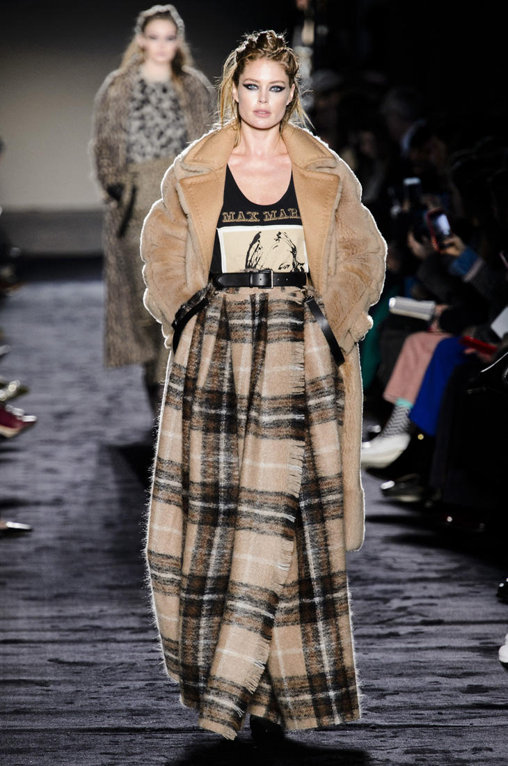 088cfddce0 Max Mara Spring 2019 Ready-to-Wear Collection - Vogue. A model walks the  runway at the Max Mara Ready to Wear fashion show during Milan